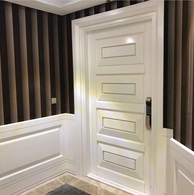درب چوبی اتاق