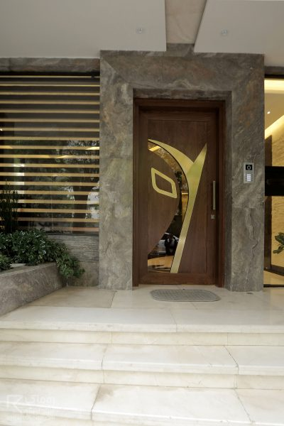 درب ورودی تک لنگه